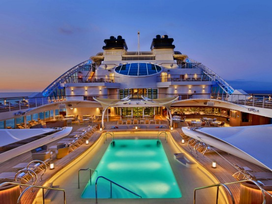 Differences Between River & Ocean Cruises